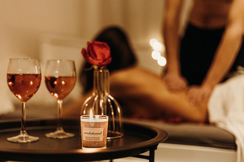 web-masážní-svíčka-na-tělo-MAGNETIFICO-Enjoy-it!-3